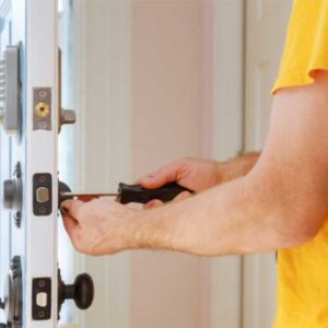 THE BENEFITS OF HIRING A PROFESSIONAL LOCKSMITH